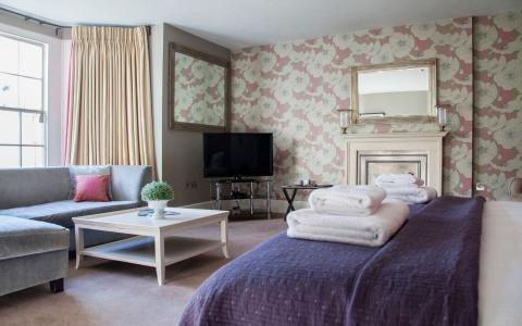 Cranborne Suite, room 4, at The Grosvenor Arms, Shaftesbury