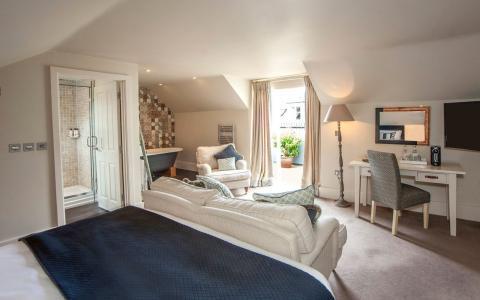Junior Suite, room 9, The Grosvenor Arms, Shaftesbury