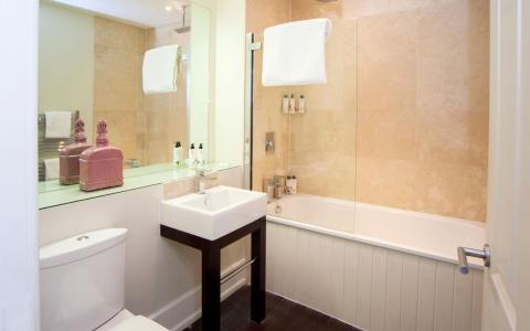 Premium room 12 bathroom, The Grosvenor Arms, Shaftesbury